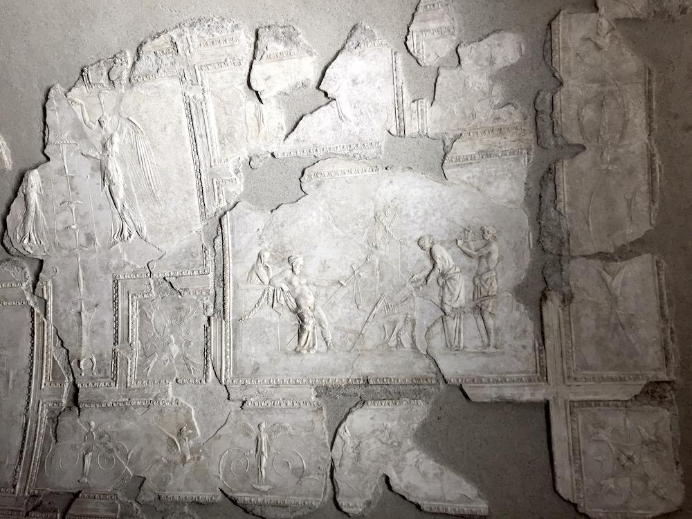 stucchi imperiali di villa farnesina